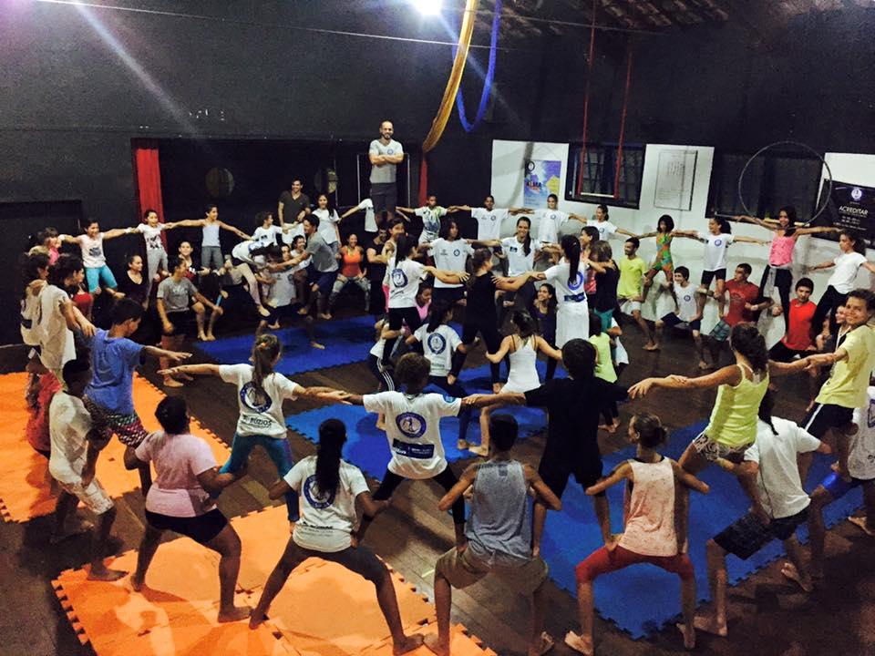 Rasa recebe espetáculo de circo de projeto social