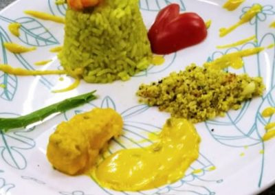 Peixe ao molho de abóbora, arroz e farofa com casca de abóbora